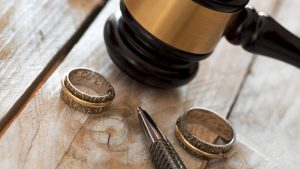 Boşanma Davası Dilekçesi Nedir? İçeriğinde Neler Bulunmalı?